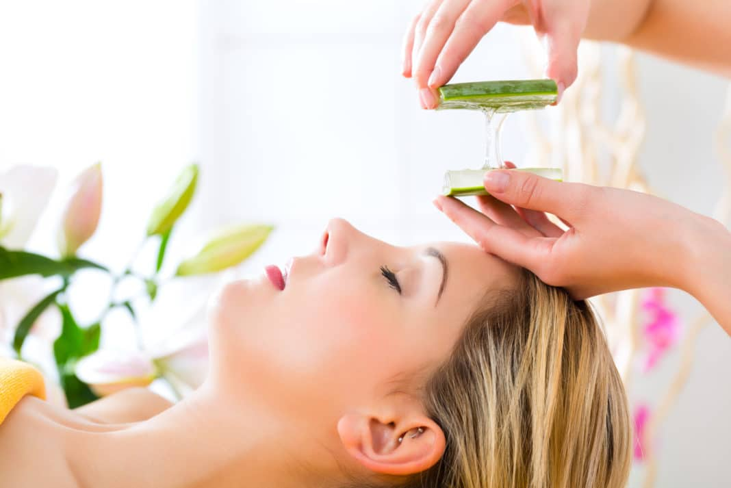 how to use aloe vera on your face